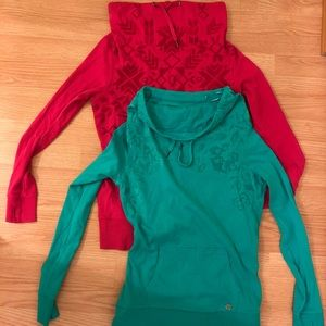 Bundle of 2 Kismet by Bootlegger sweaters size M